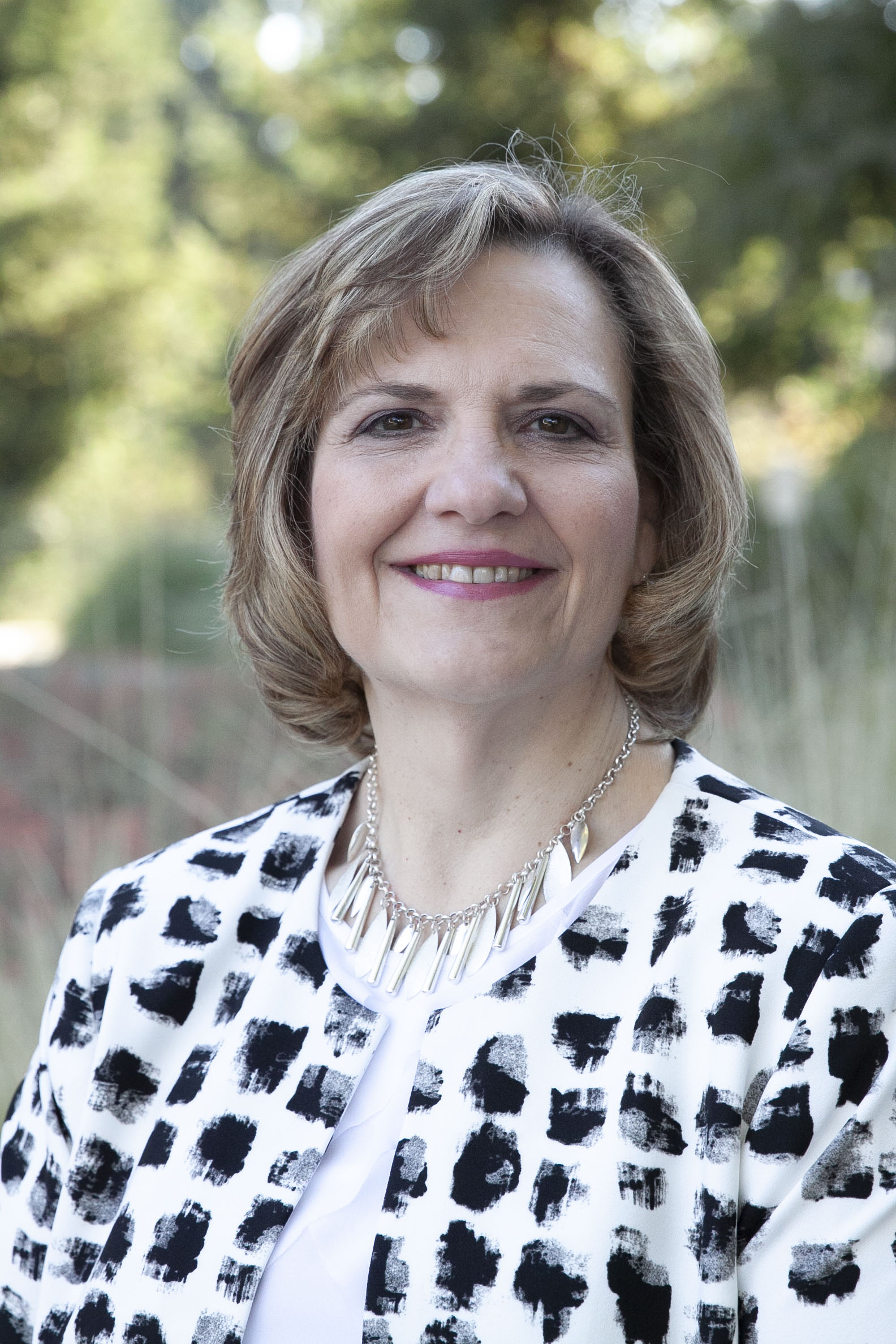 head shot of lisa frace uc davis